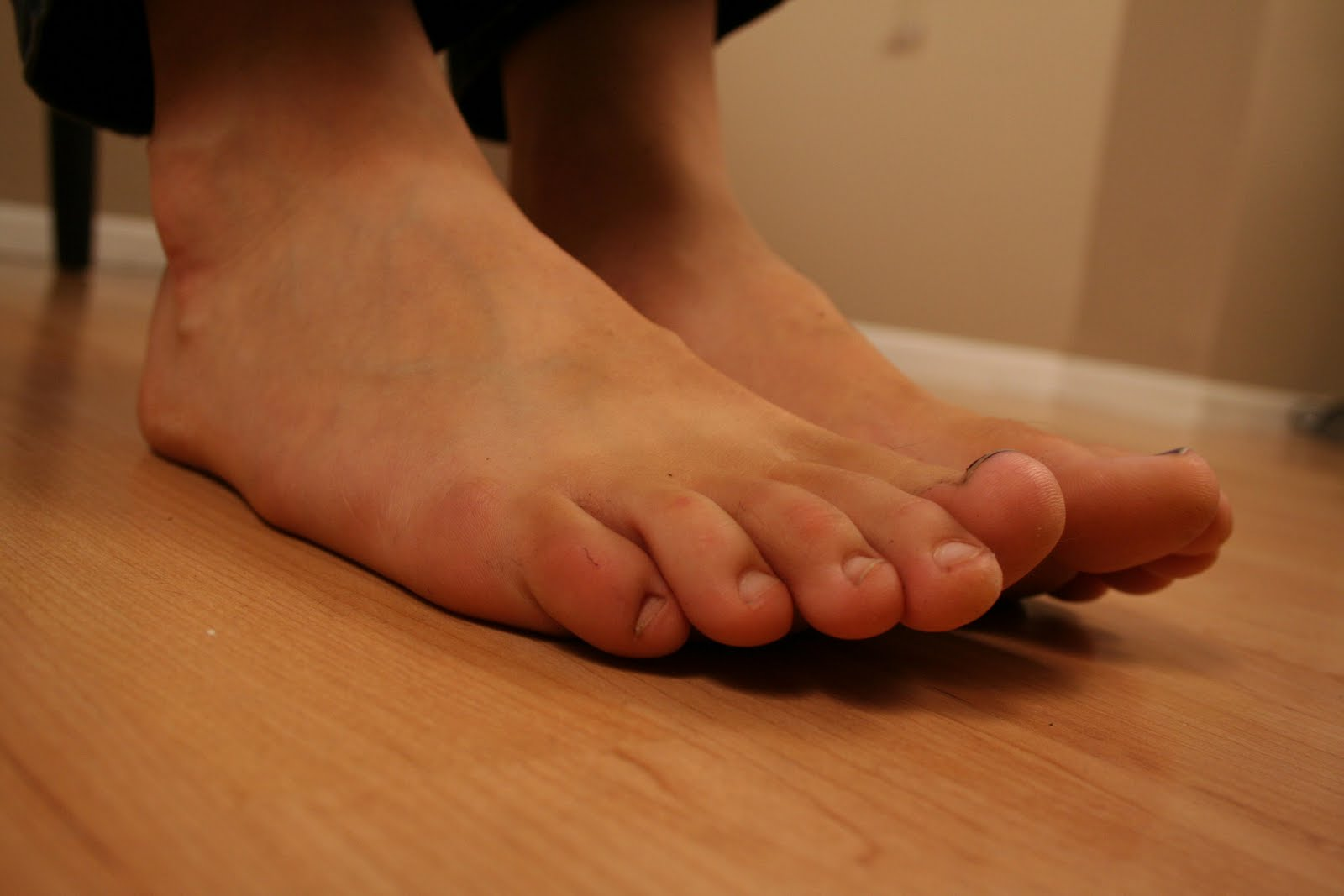 ... barefoot photoset from a sexy barefoot girl check out these previews