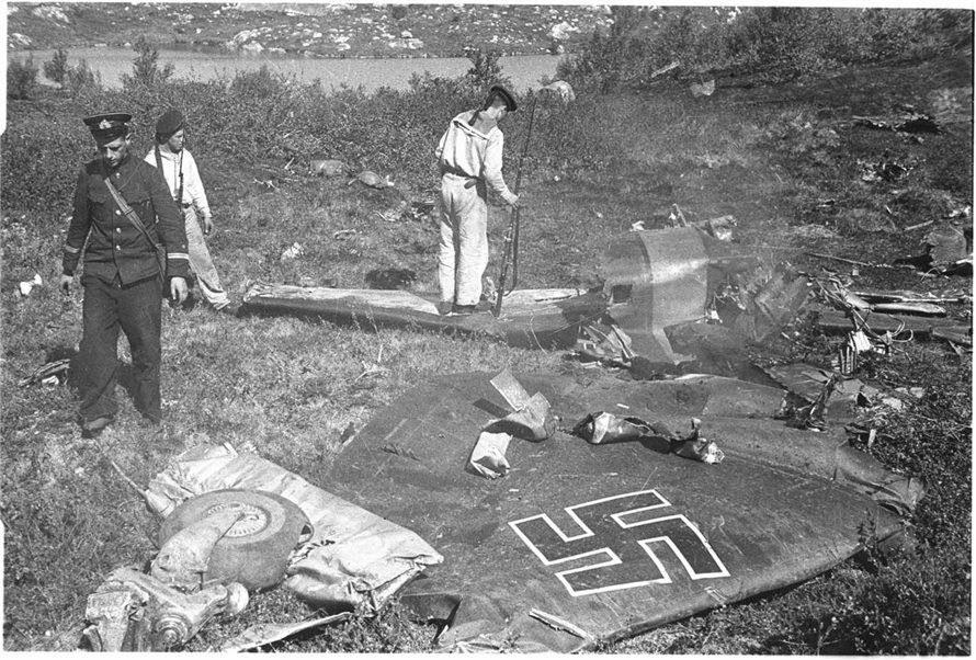 Сбитый немецкий бомбардировщик в Севастополе