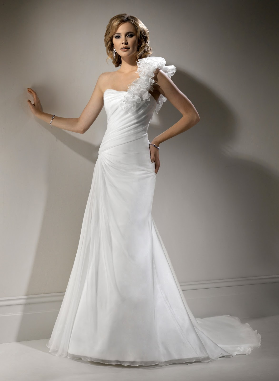Blog for dress shopping wear tight fitting wedding gowns for Tight fitting wedding dresses