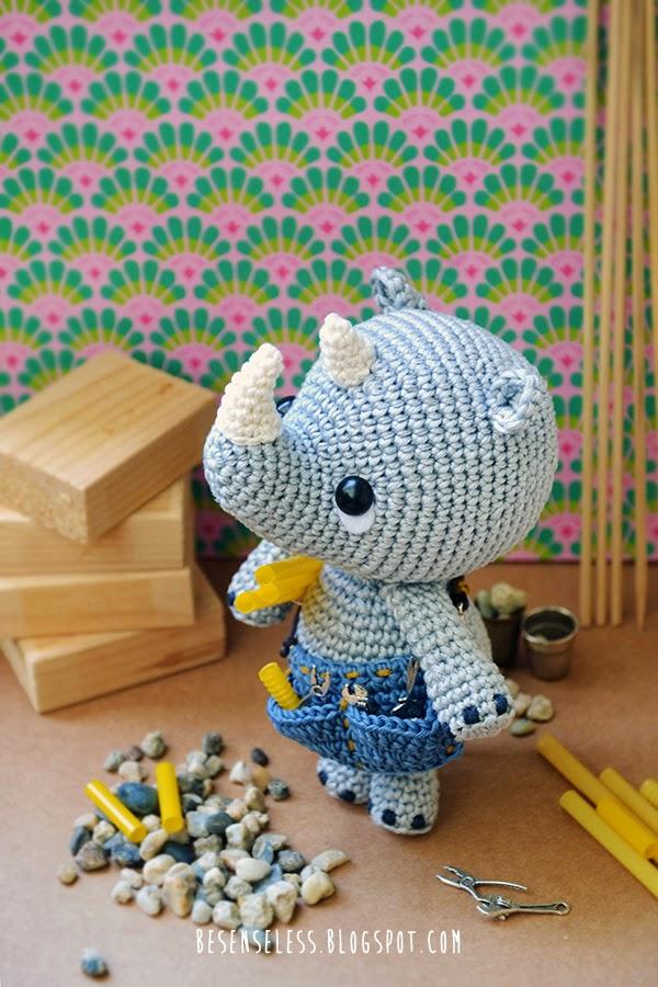 Pippo the rhino, the amigurumi plumber