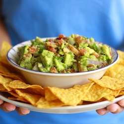 chunky spicy guacamole dip