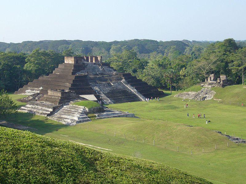 Zona Arqueológica de Comalcalco. Ciudad maya construida de ladrillo y estuco.