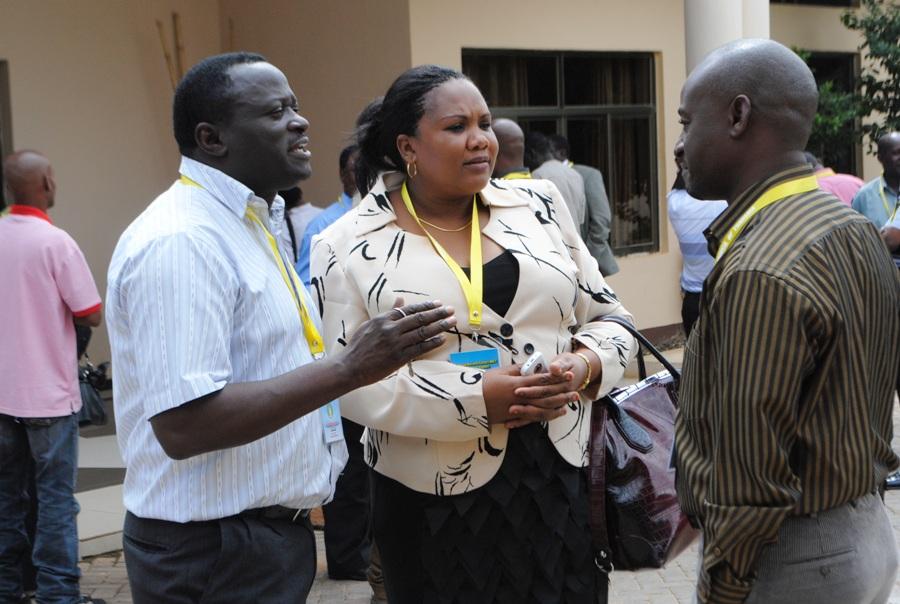 gazeti la Nipashe, Jose Kwayu kulia mara baada ya ufunguzi wa mkutano