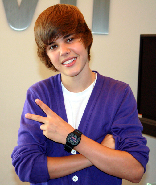 justin bieber purple glasses 2011. Justin Bieber wearing purple