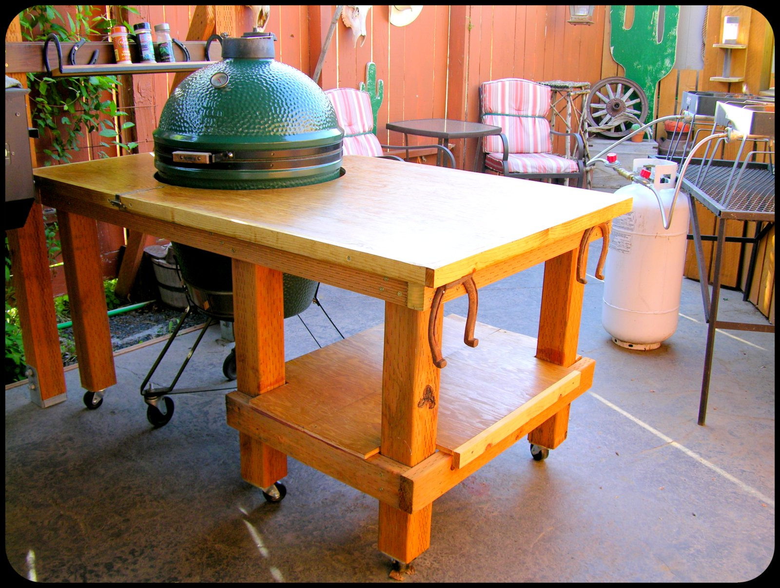 Woodworkin' & Good Eats: Big Green Egg Table on green egg small kitchen ideas, green egg outdoor furniture, green egg outdoor kitchen plans, green egg table cover, green egg outdoor kitchen grill,