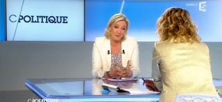 VIDEO. Marine Le Pen raconte comment elle est tombée dans une piscine vide
