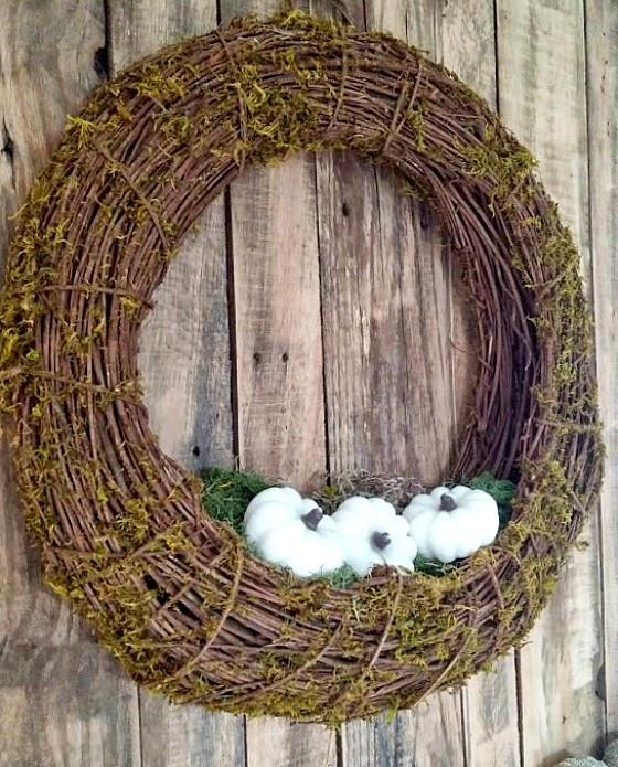 Neutral Fall wreath with white pumpkins www.diybeautify.com