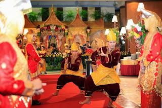 Tarian pernikahan adat Minang
