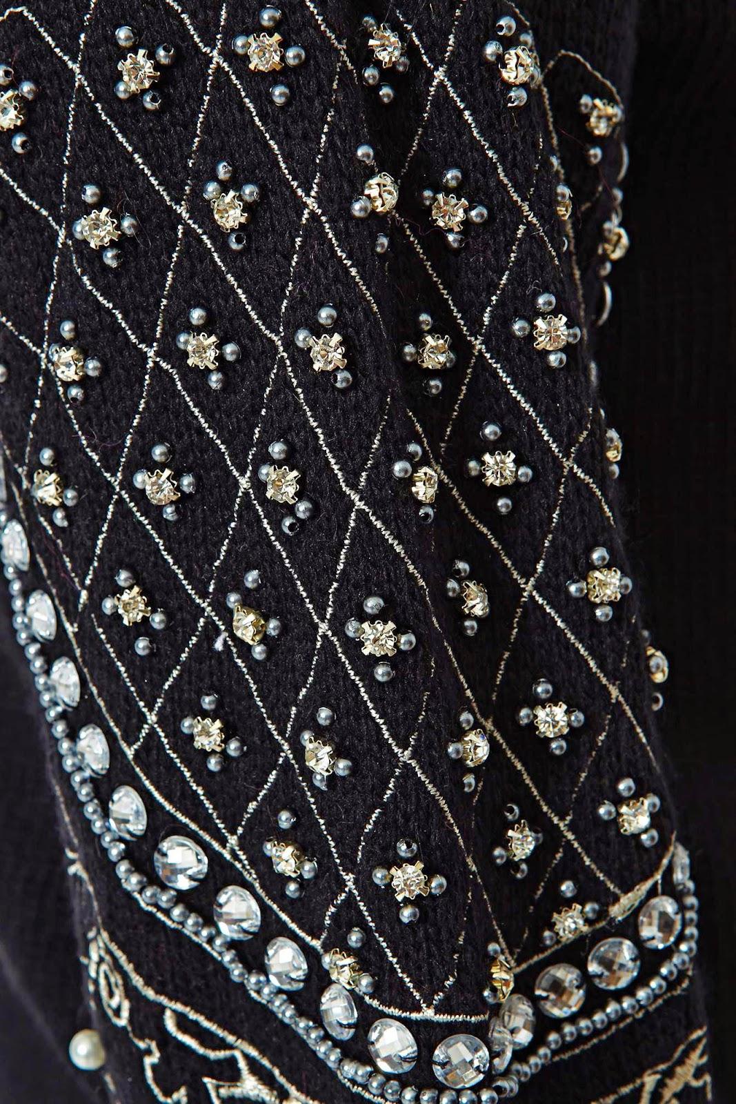 koralikowe hafty na swetrze