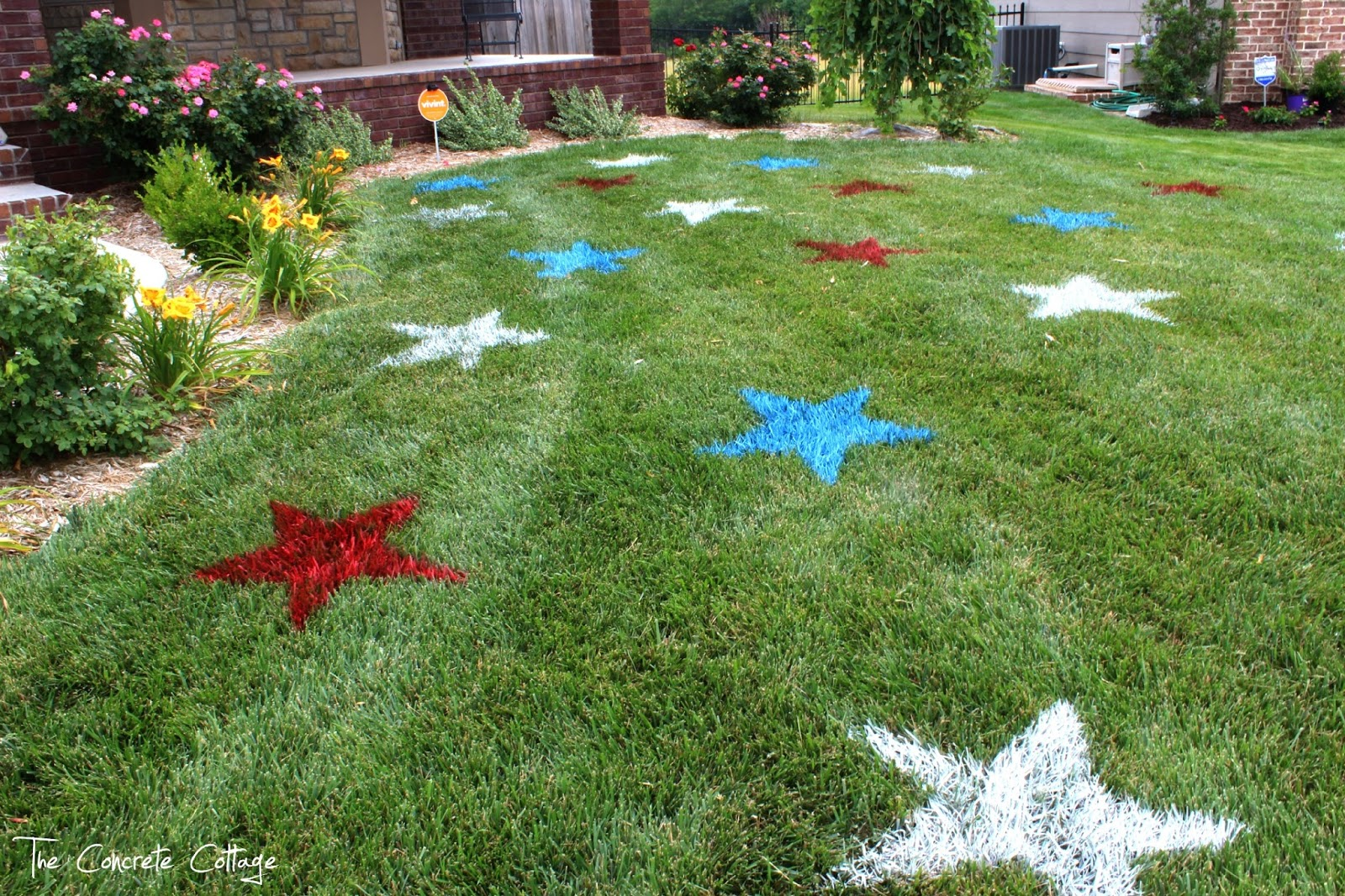 The concrete cottage painted lawn stars for Yard and garden