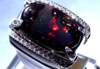 Batu Opal atau batu Kalimaya