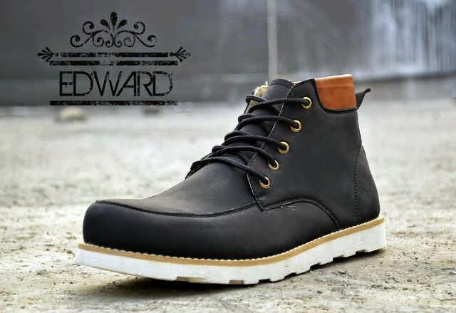 anyak yang menyimpulkan jika trend untuk tahun depan ini akan lebih  terlihat pada sepatu yang di kenakan 990caee713