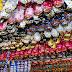 Comércio adota prevenção contra furtos de ovos de chocolate na Páscoa.