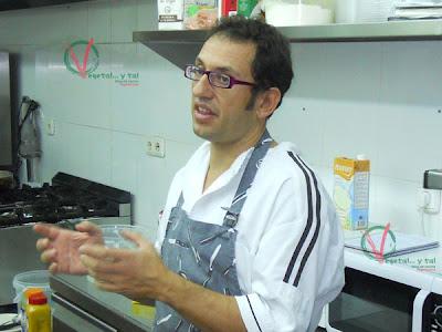Clemente introduciendo el tema del taller.