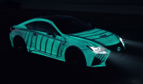 Lexus también desarrollo una pintura que brilla en la oscuridad (vídeo)