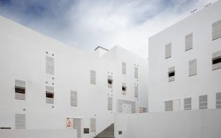 Viviendas En El Casco Histórico De Cadiz / Cano Lasso