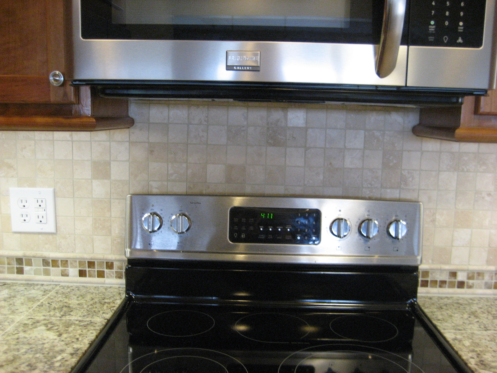 Kitchen Backsplash with Travertine Tile