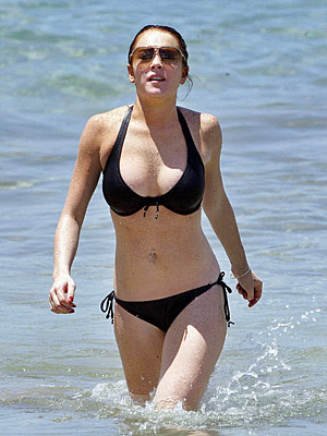 http://1.bp.blogspot.com/-yAHqRVJ-9xE/TXFPhxCaKKI/AAAAAAAADoI/Obh4Nj8tAMg/s400/bikini%2Bswimsuits.jpg