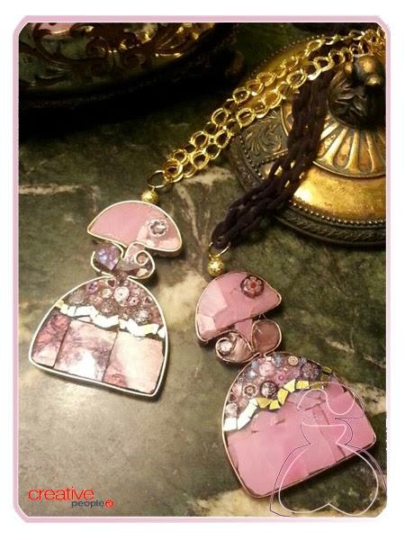 Colgantes realizados en minifioris y cristal de Murano modelo Menina realizados por Sylvia López Morant y decorada a mano