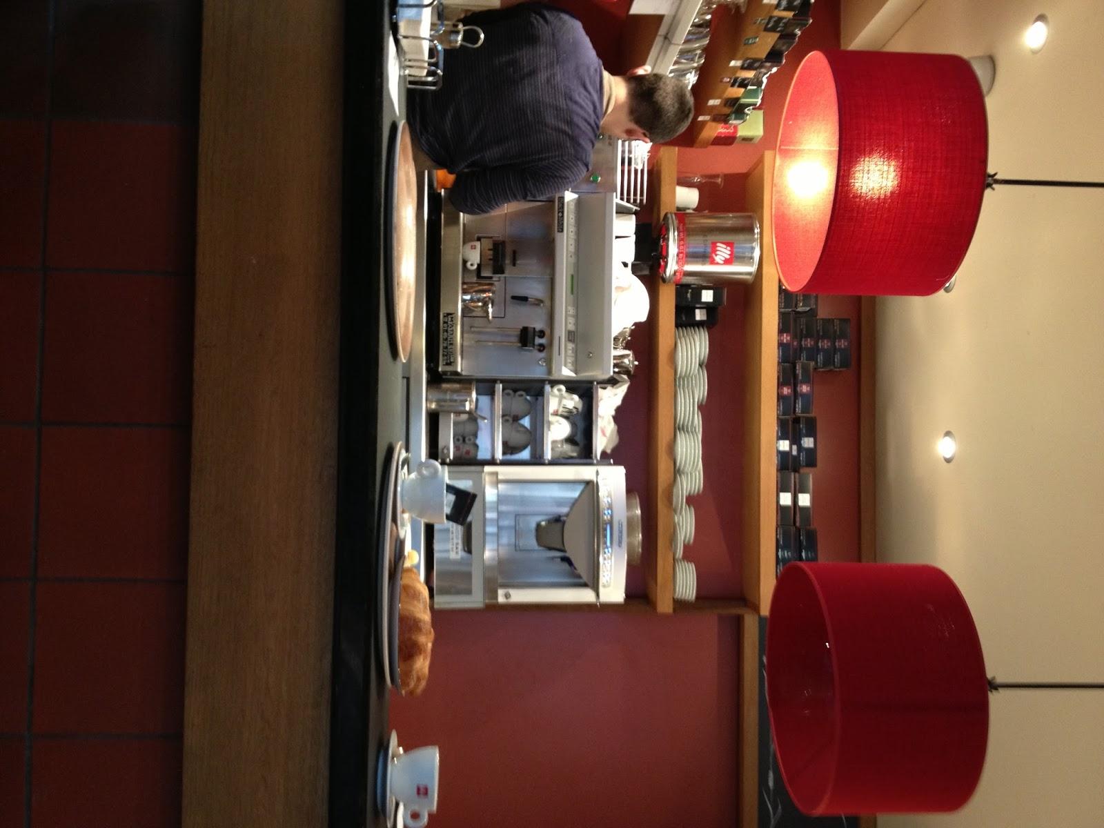 Lov eat blog dolce colazione parigina da miss manon for Colazione parigi