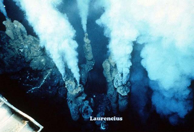 Foto-Letusan-Gunung-Api-Bawah-Laut_3