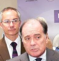 Tomás Villanueva, detrás R.G. Mantero