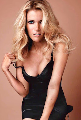Megyn Kelly advertises herself with GQ... the picture gets bigger