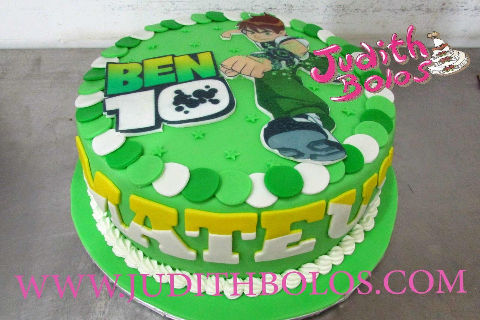 BOLO DECORADO NO TEMA DO BEN 10