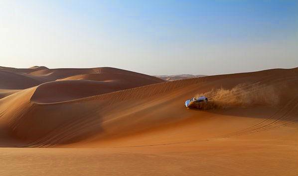 صورة في الصحراء تحكي عن قصة