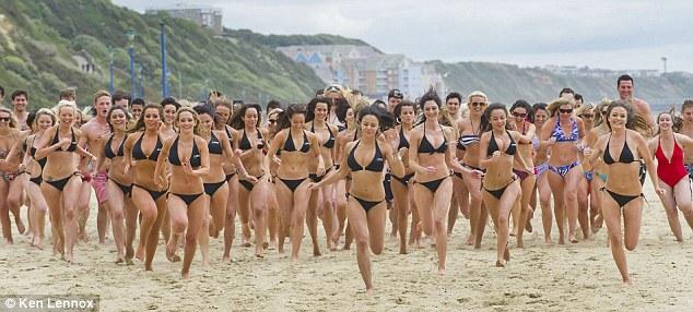 бег голых женщин фото