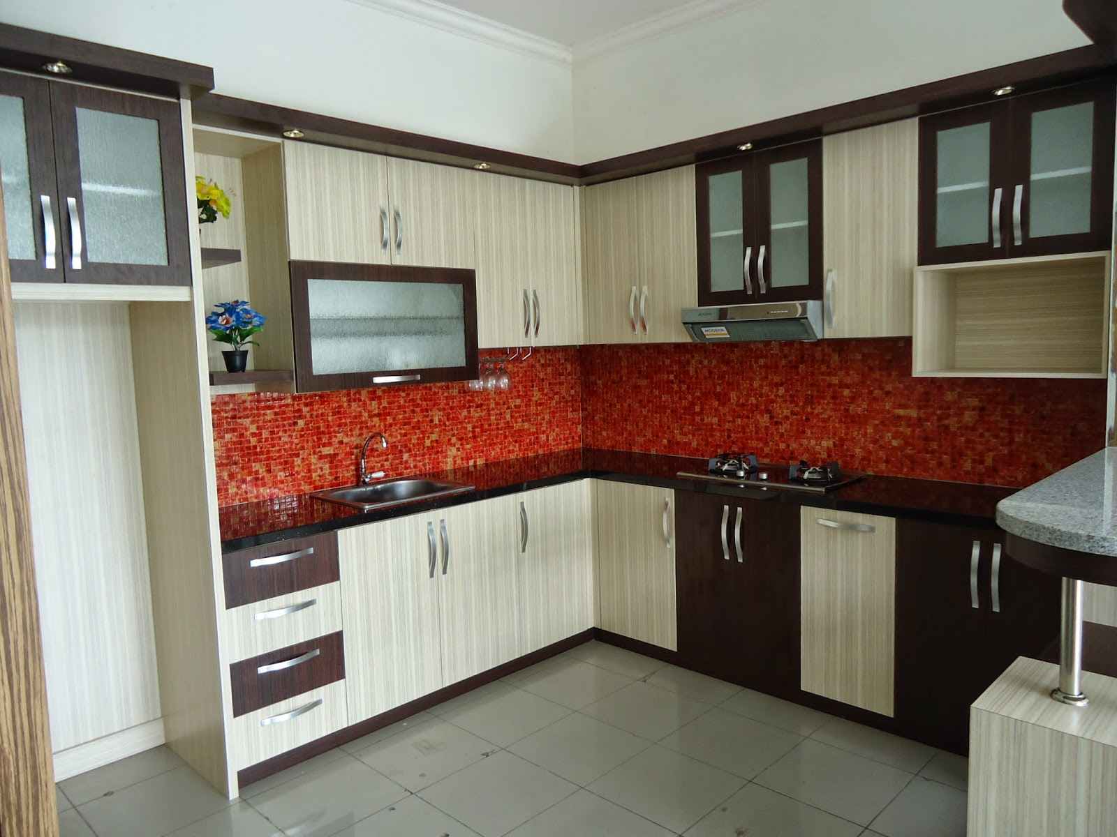 100 desain gambar model rumah minimalis idaman keluarga for Lemari kitchen set aluminium