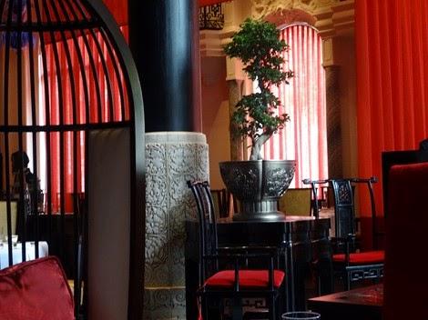 L'intérieur du restaurant Lili Péninsula Paris.