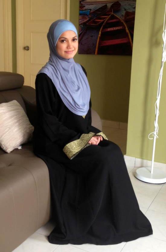 Puteri Sarah Liyana Berjubah