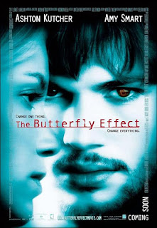 El efecto mariposa<br><span class='font12 dBlock'><i>(The Butterfly Effect)</i></span>