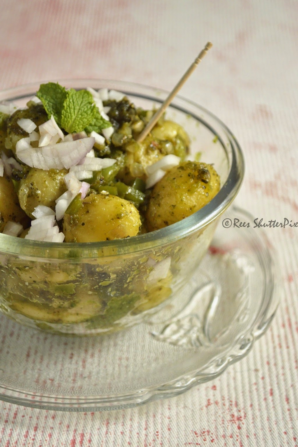 100 calorie snack, low calorie snacks, tarla dalal low calorie snacks, baby potatoes snack, chatpata chat recipe, aloo chaat recipe, baby potatoes recipe, mixed herbs chaat.