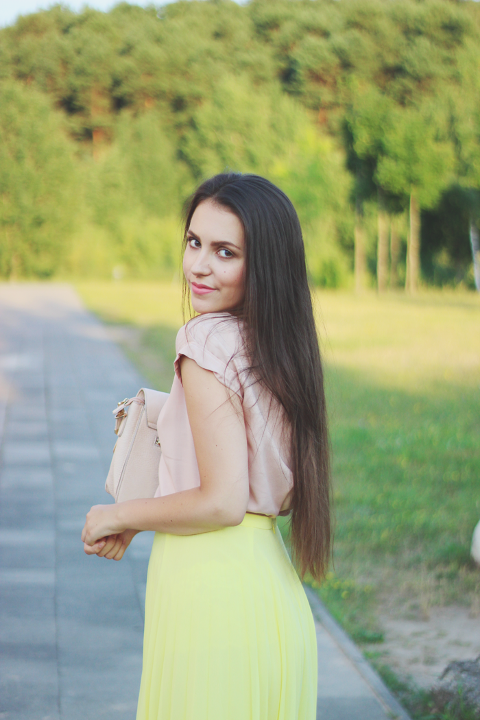 Asos yellow pleated midi skirt aimerose blog rasa virviciute