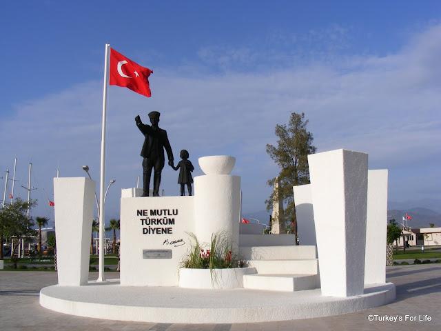 Atatürk Statute, Fethiye Town Square