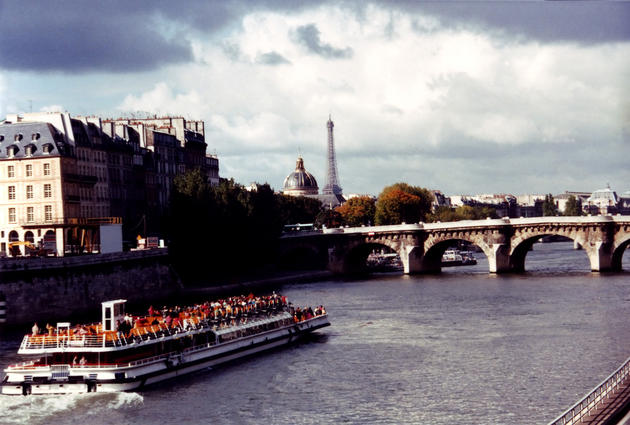 صور رائعة من باريس  Top_10_things_to_do_while_in_paris_bus_boat_tour1