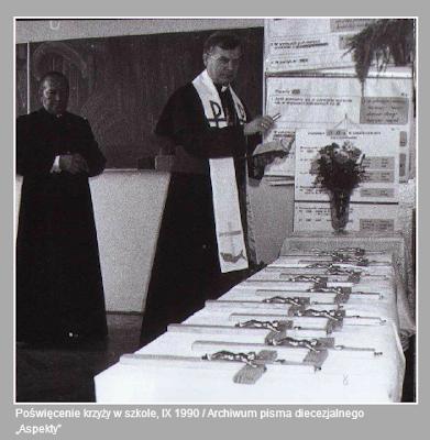 krzyż szkoła księża katecheza 1990 konstytucja biskupi episkopat aspekt