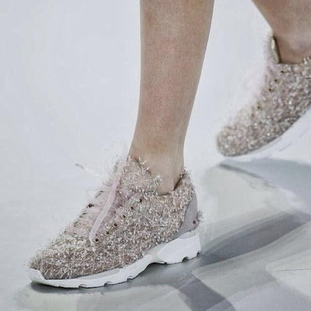 details_chanel_sneakers_glitter
