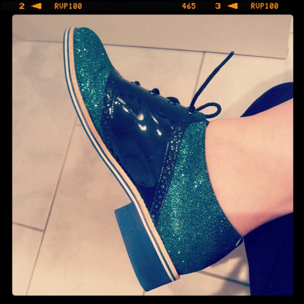 Green glitter effect lace up brogue shoes
