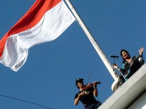 Ayo Kerek Bendera #17an Lewat Twitter dan SMS