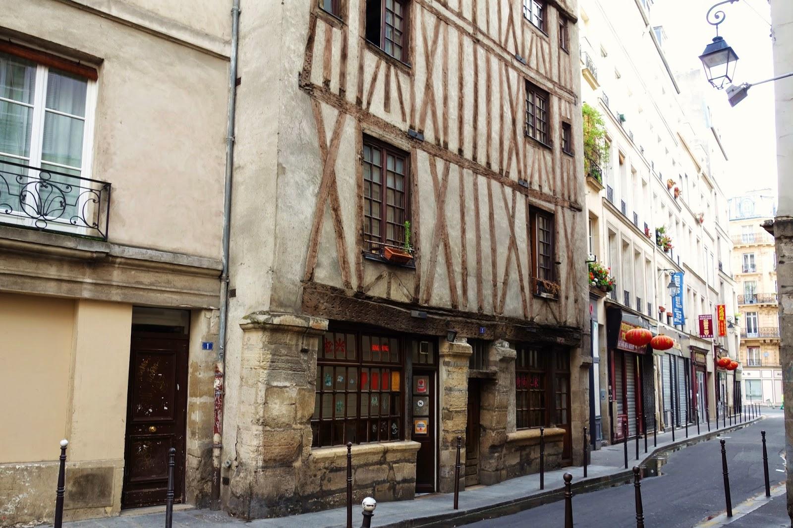 Maison paris maison de verre paris by pierre chareau bernard bijvoet yellowtrace maison loft - Belle maison restaurant paris ...