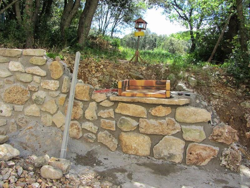 Construire un mur en pierres avec for Enduire un mur exterieur au mortier
