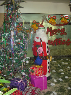 Art ,Craft ideas and bulletin boards for elementary schools: Christmas decoration in school