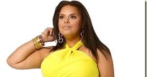 Mujer gorda con vestido amarillo