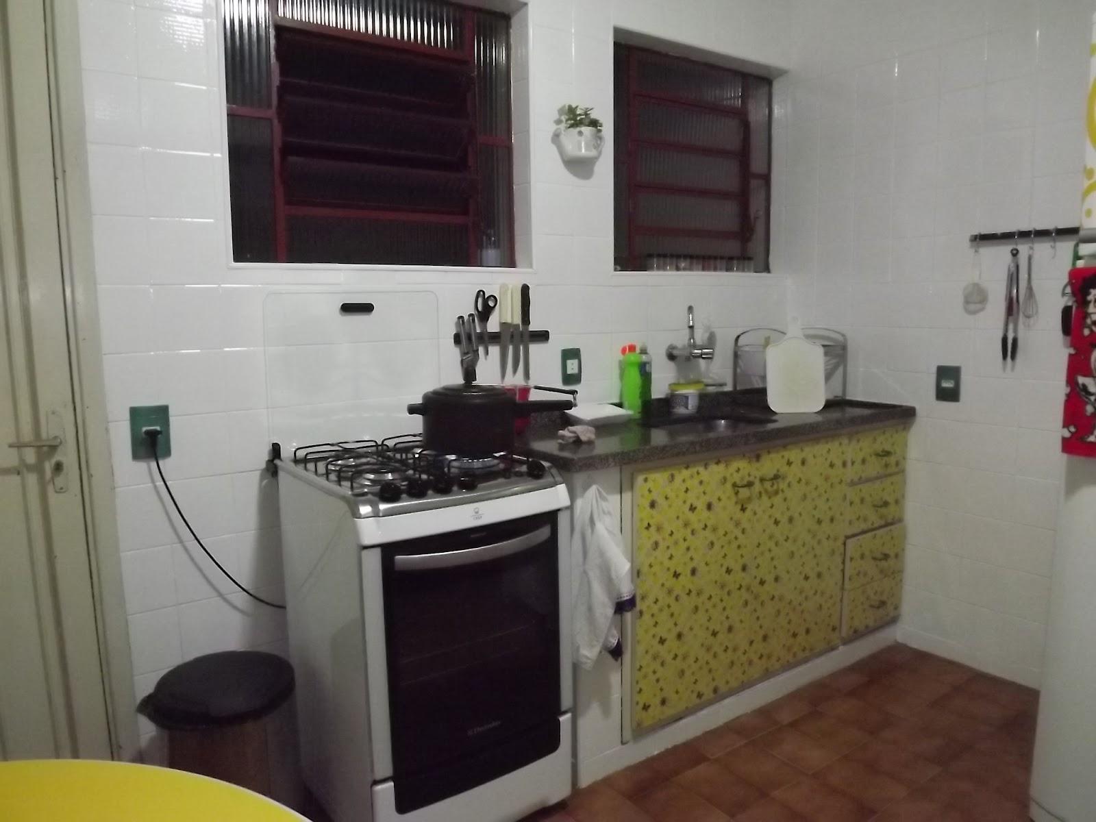 Renata Costa Arquiteta: Azulejo velho   tinta epóxi = cozinha nova #A39328 1600 1200