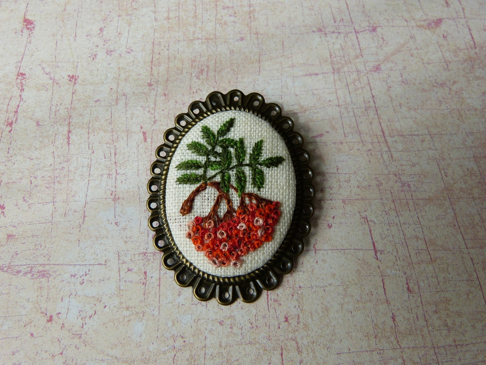 haftowana biżuteria, handmade jewerly, ebbroidered jewerly, broszka z haftem, embroidered pendant, embroidered brooch