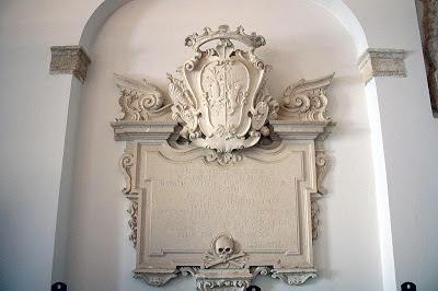 Stemma di Scanderbeg al castello di Svevo di Barletta (Puglia)
