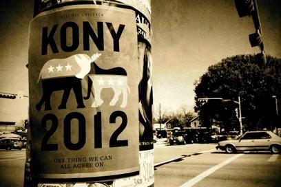"""Poster di """"KONY 2012"""" su un palo della luce di Austin"""